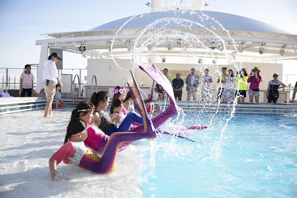 Sicheres Equipment in unseren Meerjungfrauenschwimmkursen