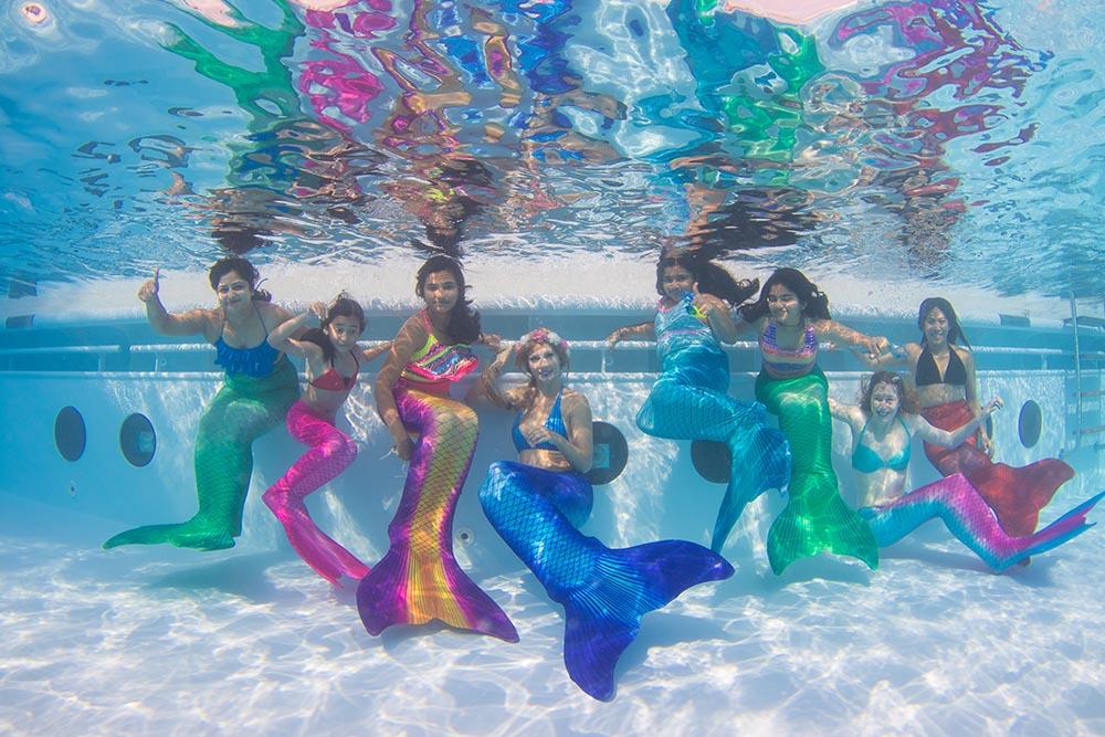 Meerjungfrauenschwimmen für Kinder und Erwachsene