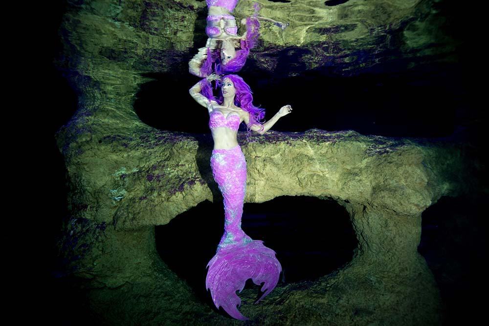 Mermaid Kat arbeitet als Nixe und Unterwassermodel