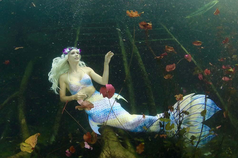 Katrin Gray arbeitet als Meerjungfrau