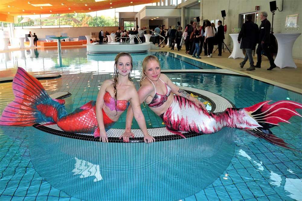 Meerjungfrauen Jessi und Lena in der Wasserwelt Langenhagen