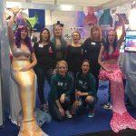 Meerjungfrauenflossen auf der Boot Messe in Düsseldorf