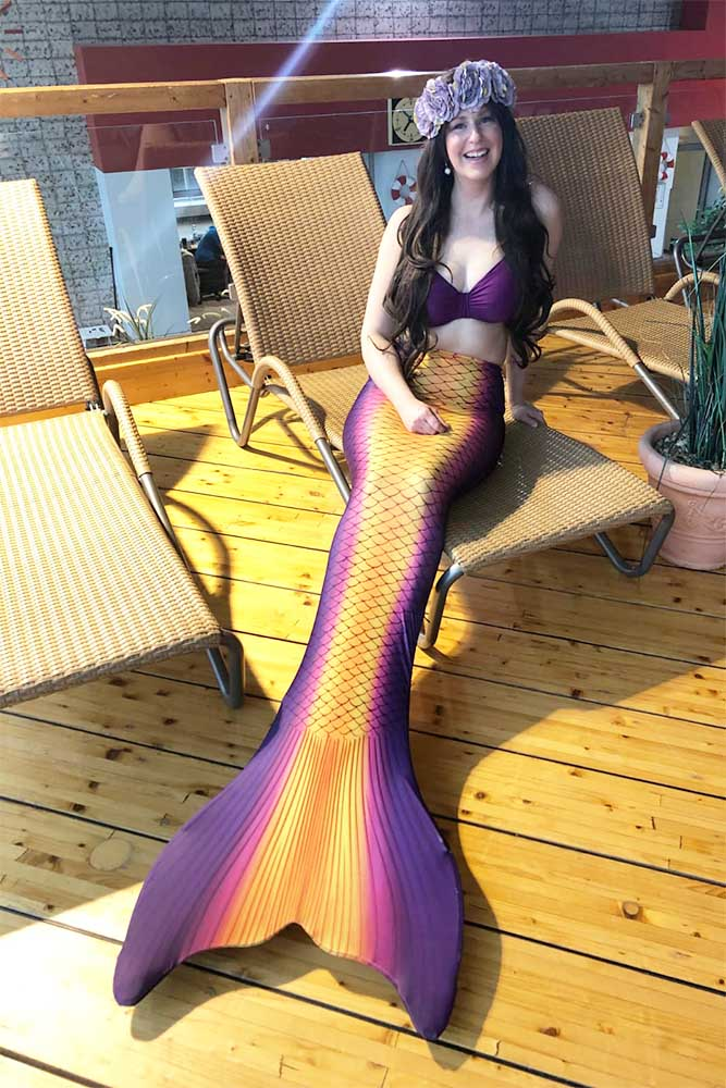 Mermaid June ist Meerjungfrauen-Instruktorin in der Mermaid Kat Academy