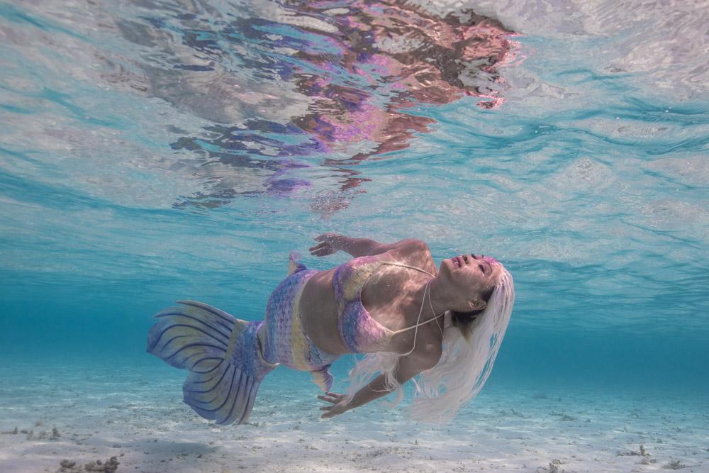 Mermeow Awn beim Unterwassershooting auf den Malediven