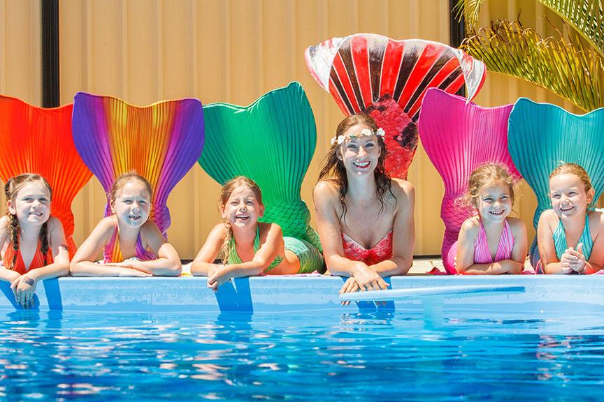 Schwimmen in Meerjungfrauenflossen für Kinder und Erwachsene